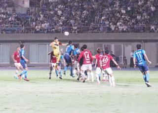 天皇杯VS浦和レッズ ゲーム観戦レポート・・・っと、言うほどサッカーの事知らないので ただ、写真を貼っつけただけのブログです。