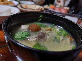 七会きのこセンターさんのキノコはお味噌汁で頂く。