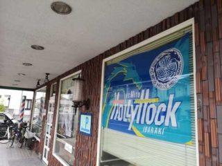 カモシダで水戸ホーリーホックのフラッグが掲げられたら その日はゲームのある日です。